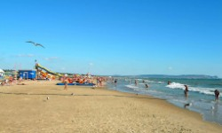 Отель с хорошим пляжем в Витязево на берегу моря с бассейном все включено